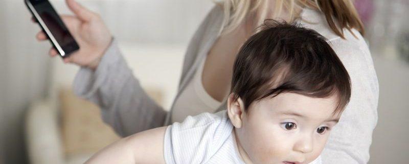 Melhor posição para segurar o bebê e evitar dor nas costas